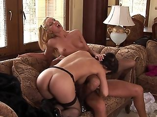 Veronica Sanchez and Jessica Girl do not mind sharing a cock