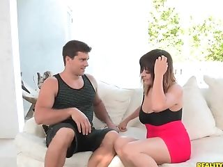 Nice blowjob scene by beautiful curvy whore Mali Luna