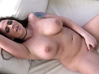 Marvelous bosomy sexpot Simony Diamond is actually fond of masturbation