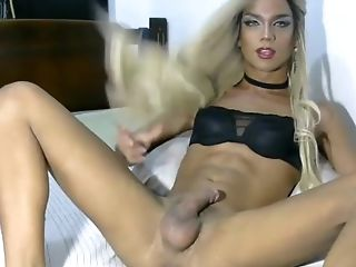 Beauty latin shemale fill us with her milk