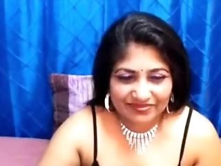 Indian Bimbo On Live Cam
