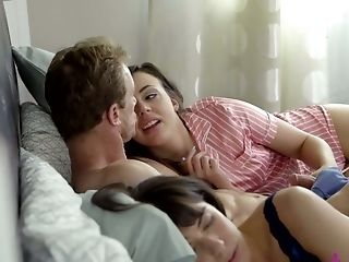 Lewd Whitney Wright wakes stepdad up to be fucked missionary by him