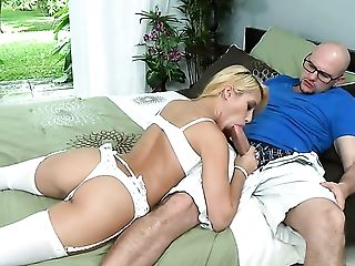 Piercings latin gives tugjob in a playful manner