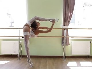 Inessa Sabchak demonstrates her flexibility while flashing her pussy
